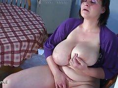didžiulis krūtinėmis brandaus mama žaisti vien tik