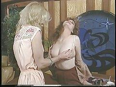 Jacqueline larians suviliojo ir tada martubates karšta mergina ir laižymas savo pūlingas