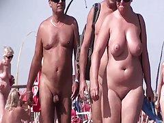 prancūzų nudistų paplūdimio cap d'agde žmonės vaikščioti nuogas 03