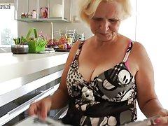 močiutė janice mėgsta gauti šlapias ir laukinių