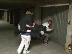 beurette baisee sauvagement dans JT garažas par 2 mecs