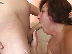 Brandi motina dulkina jauni sūnaus draugas