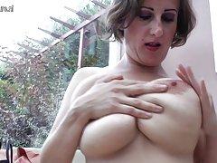 didelis krūtinėmis brandaus motinos žaisti vien tik